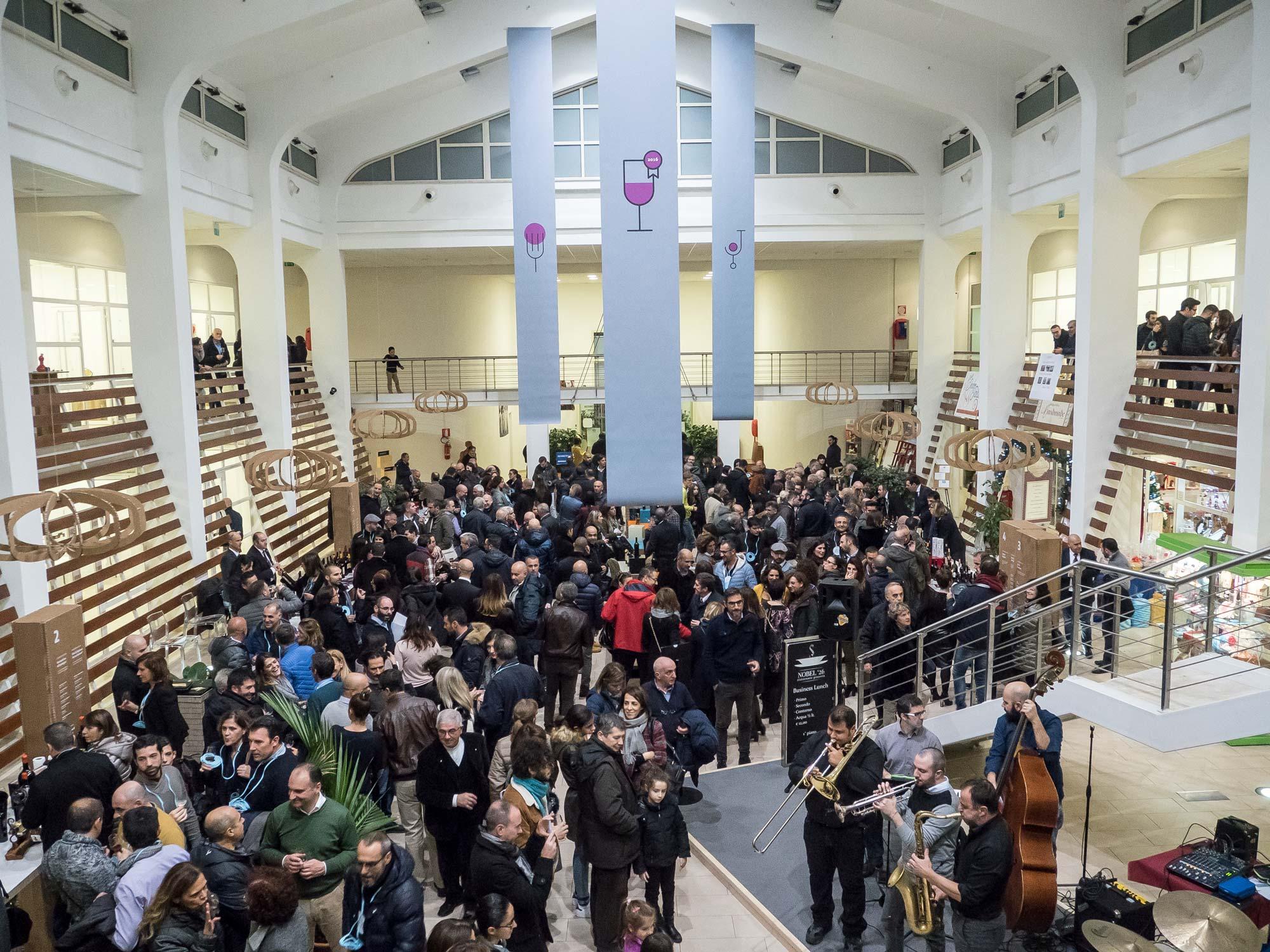 Pubblico partecipante all'evento premiazione vini Binu 2018